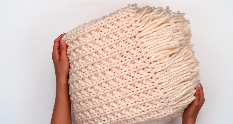 The Chunky Knit Blanket Pattern by BrennaAnnHandmade - Hobium Blog